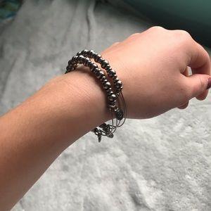 Jewelry - 🔴silver bracelets